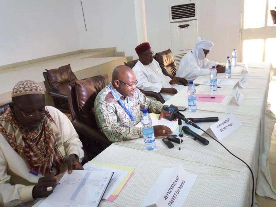 Le Directeur de Programme  de MCA-Niger, Moussa Mahamane Chano (au centre)
