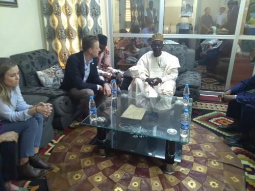 Sean Cairncross avec le Gouverneur de la région de Dosso