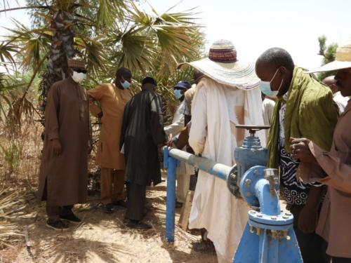 Visite des infrastructures existantes sur le site maraîcher de Léleygorou (Dosso).