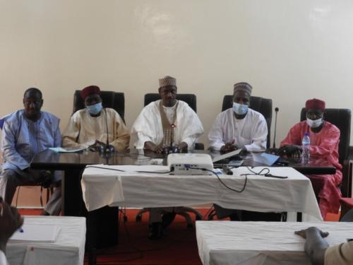 Le DG de MCA-Niger et les Maires des communes bénéficiaires des travaux.
