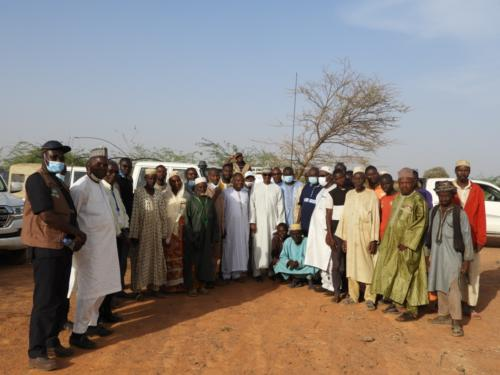 Photo de famille lors de la visite du site.